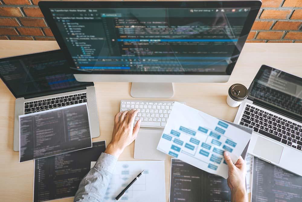 未経験でもWebエンジニアになれるって本当?言語や仕事内容を徹底解説!